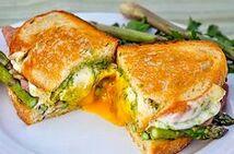 Бутерброд  с колбасой и омлетом (220 гр.)