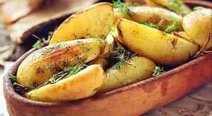 Картофель запечённый с зеленью 1 кг.