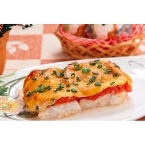 Рыба с помидорами под сырным жульеном (600гр.)
